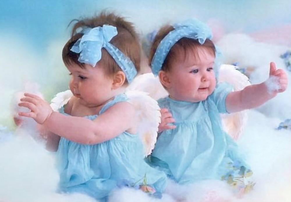 Открытки 5 месяцев девочкам двойняшкам